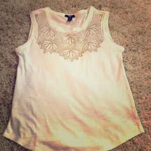 Gap white top with gold design